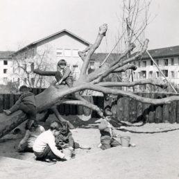 Spielplatz um 1960