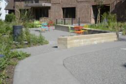 Sitzplatz mit Stampfbetonmauer