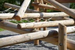 Spielplatz mit Kletterturm